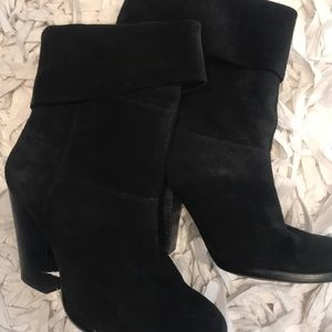 BK Vince Camuto Suede Short ankle Boots 6